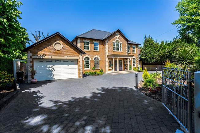 Guide Price £1,650,000, 5 Bedroom Detached House For Sale in Purley, CR8