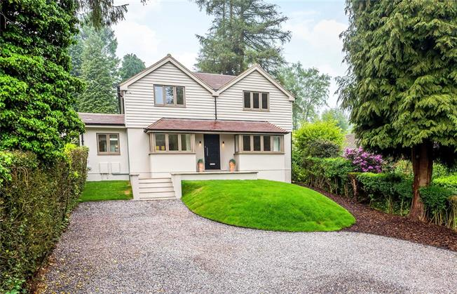 Guide Price £925,000, 4 Bedroom Detached House For Sale in Surrey, CR3
