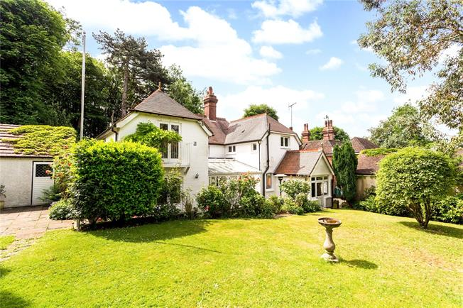Guide Price £975,000, 5 Bedroom Detached House For Sale in Kenley, CR8