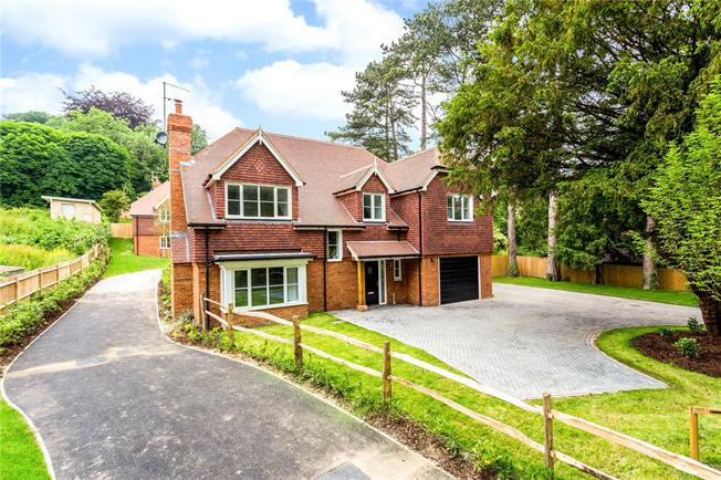 Guide Price £1,250,000, 4 Bedroom Detached House For Sale in Kenley, CR8