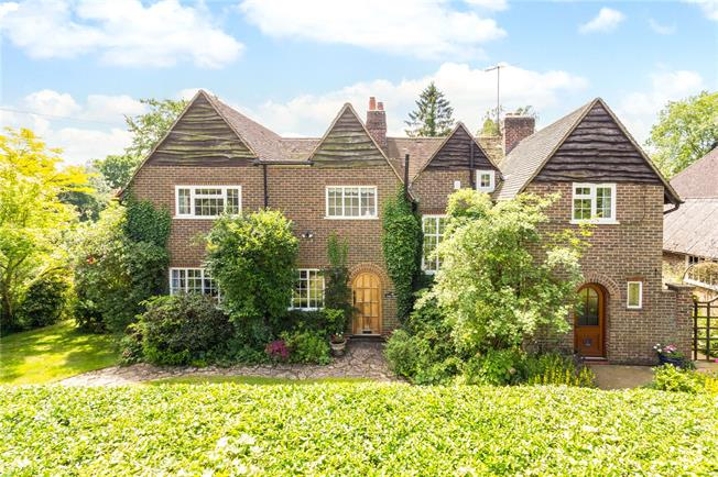 Guide Price £1,100,000, 5 Bedroom Detached House For Sale in Surrey, RH1