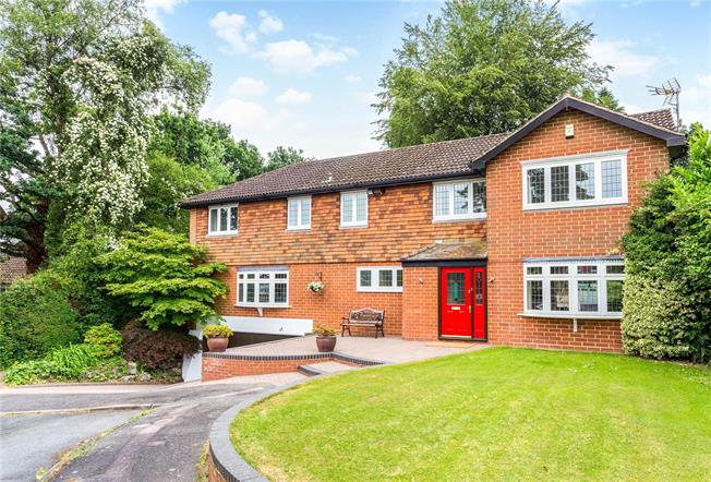 Asking Price £825,000, 4 Bedroom Detached House For Sale in Chaldon, CR3