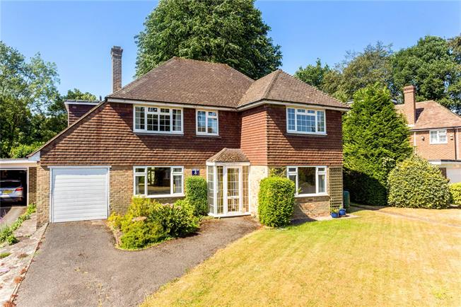 Asking Price £700,000, 4 Bedroom Detached House For Sale in Caterham, CR3