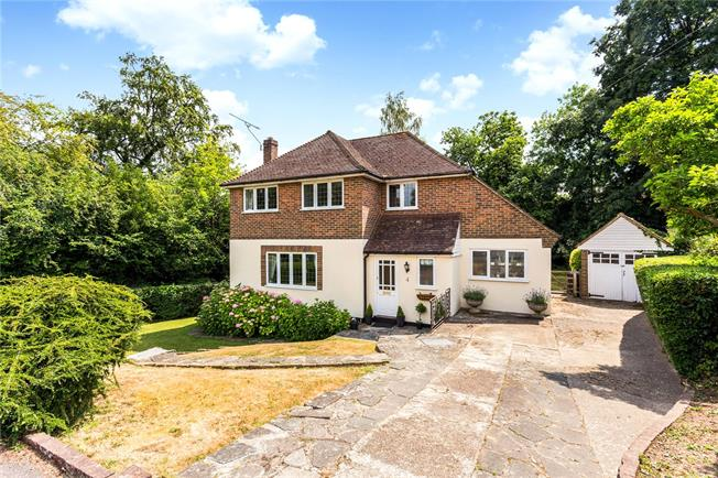 Guide Price £850,000, 4 Bedroom Detached House For Sale in Caterham, CR3