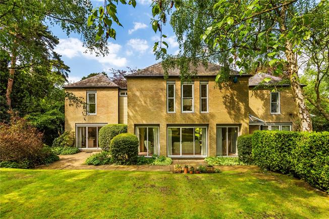 Guide Price £1,450,000, 3 Bedroom Detached House For Sale in Croydon, CR0