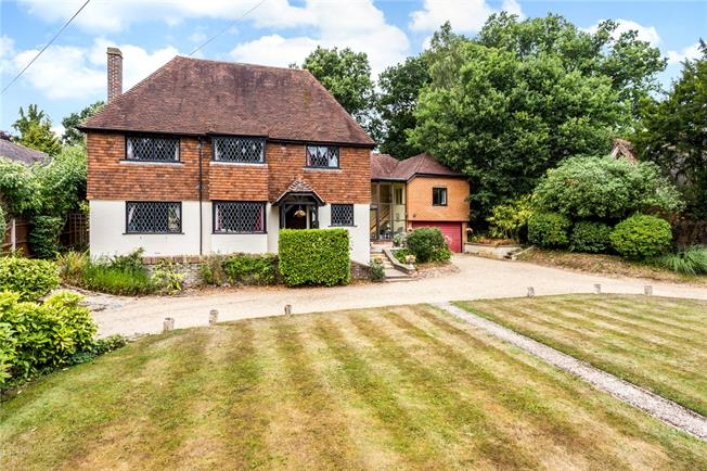 Guide Price £1,000,000, 4 Bedroom Detached House For Sale in South Nutfield, RH1