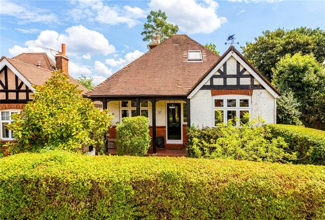 Guide Price £575,000, 4 Bedroom Bungalow For Sale in South Nutfield, RH1