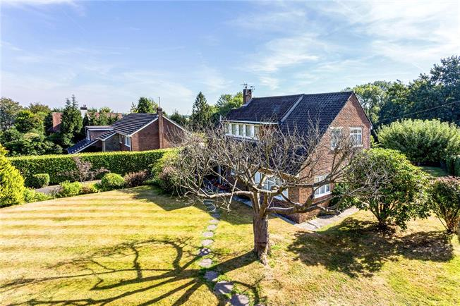 Guide Price £750,000, 4 Bedroom Detached House For Sale in Caterham, CR3