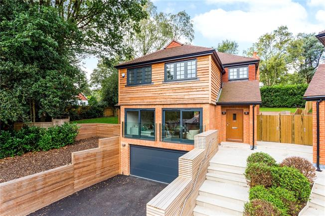 Guide Price £1,095,000, 4 Bedroom Detached House For Sale in Chaldon, CR3