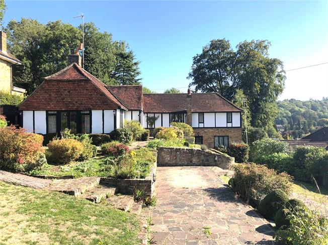 Guide Price £775,000, 5 Bedroom Detached House For Sale in Caterham, CR3