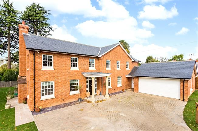 Guide Price £1,350,000, 5 Bedroom Detached House For Sale in Warlingham, CR6
