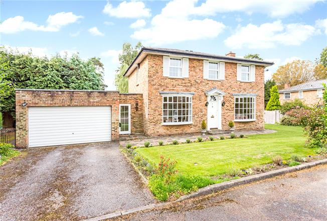 Guide Price £725,000, 4 Bedroom Detached House For Sale in Warlingham, CR6