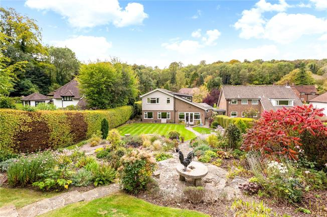Guide Price £825,000, 4 Bedroom Detached House For Sale in Surrey, CR3