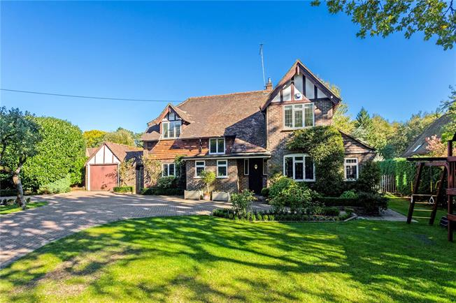 Guide Price £1,125,000, 4 Bedroom Detached House For Sale in Oxted, RH8