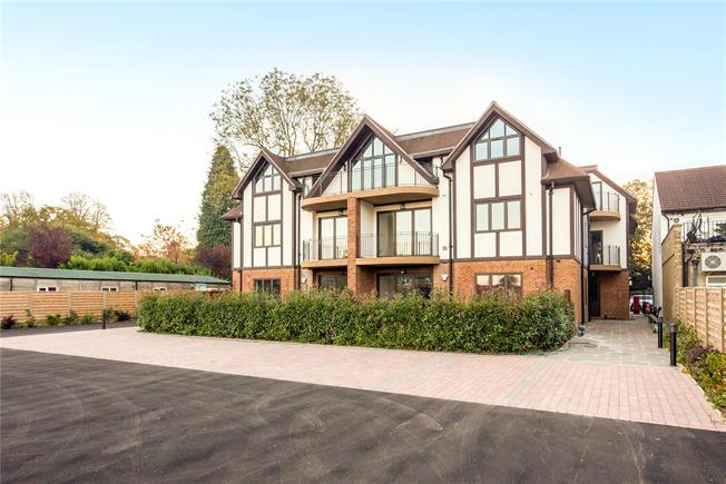 Guide Price £600,000, 3 Bedroom Flat For Sale in Woldingham, CR3