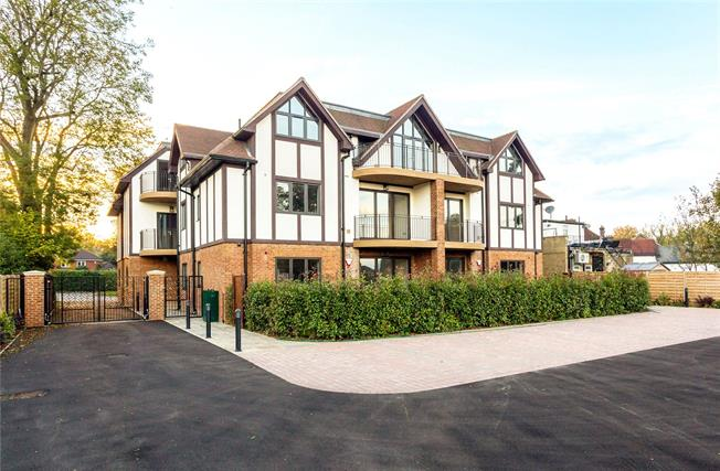 Asking Price £750,000, 3 Bedroom Flat For Sale in Woldingham, CR3