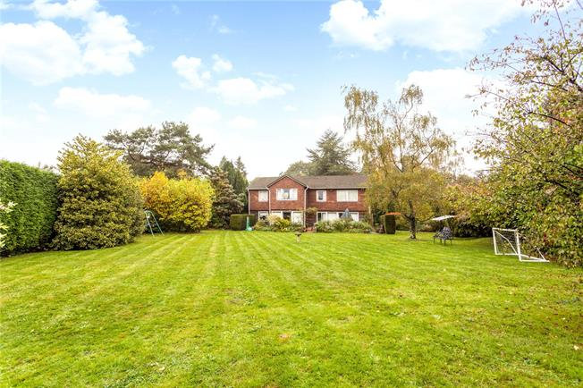 Guide Price £1,125,000, 4 Bedroom Detached House For Sale in Surrey, RH8
