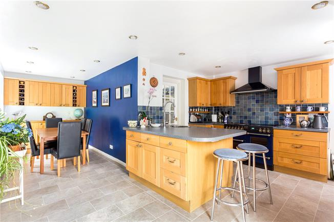 Guide Price £850,000, 5 Bedroom Detached House For Sale in Outwood, RH1