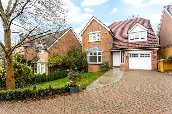 Guide Price £600,000, 4 Bedroom Detached House For Sale in Caterham, CR3