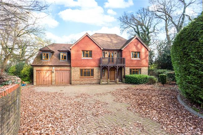 Guide Price £1,250,000, 5 Bedroom Detached House For Sale in Purley, CR8