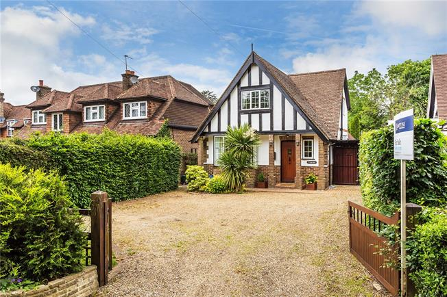 Guide Price £585,000, 3 Bedroom Detached House For Sale in Chaldon, CR3