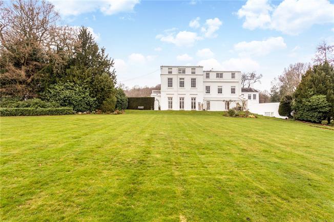 Guide Price £425,000, 2 Bedroom Flat For Sale in Tandridge, RH8