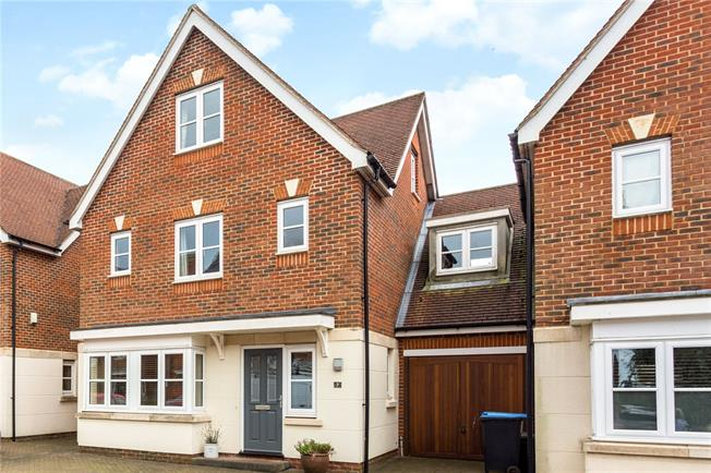 Guide Price £675,000, 5 Bedroom Detached House For Sale in Kenley, CR8