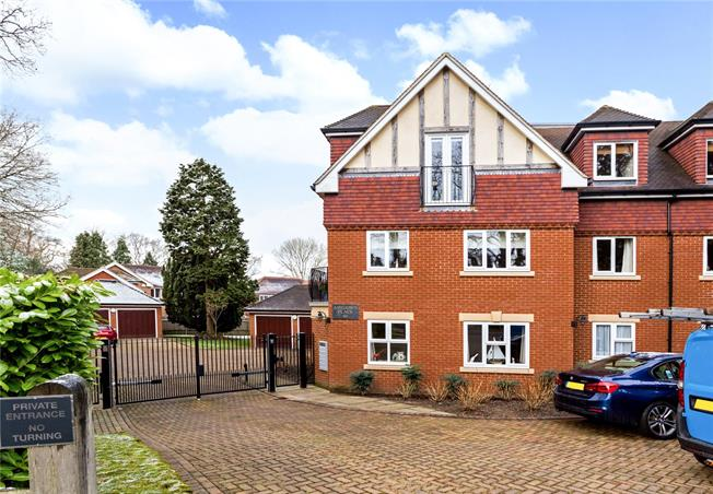 Asking Price £368,000, 2 Bedroom Flat For Sale in Caterham, CR3