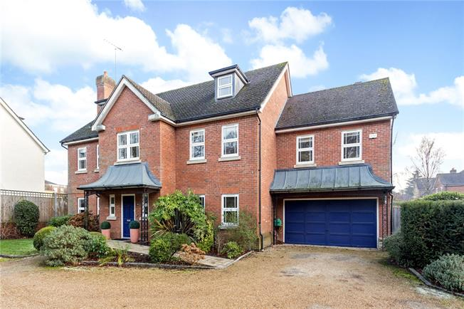 Guide Price £1,199,950, 6 Bedroom Detached House For Sale in Surrey, CR6