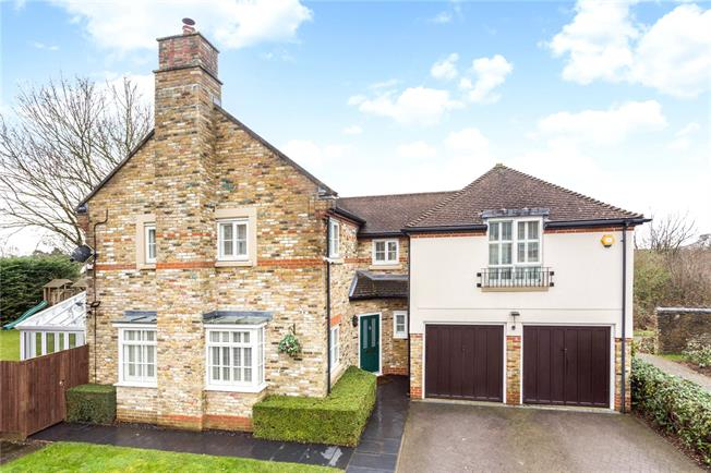 Guide Price £850,000, 5 Bedroom Detached House For Sale in Caterham, CR3