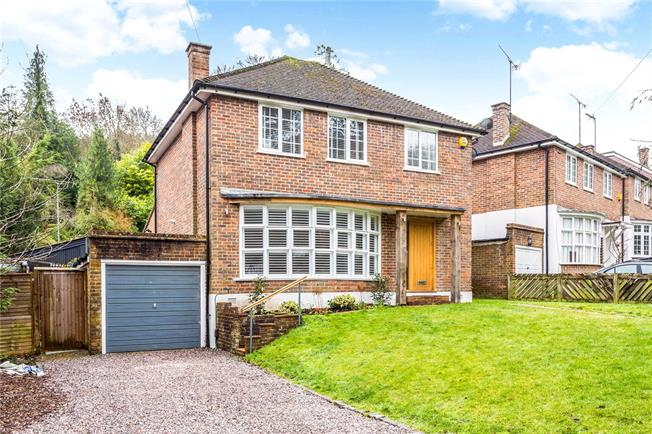 Guide Price £600,000, 3 Bedroom Detached House For Sale in Surrey, CR3