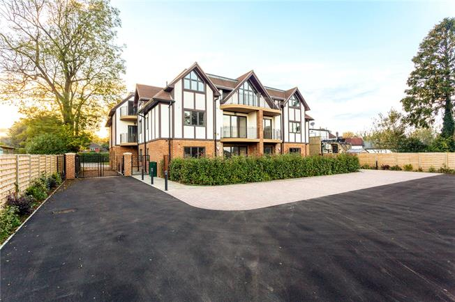 Guide Price £525,000, 3 Bedroom Flat For Sale in Woldingham, CR3