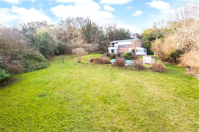 Guide Price £749,500, 4 Bedroom Detached House For Sale in Surrey, CR3