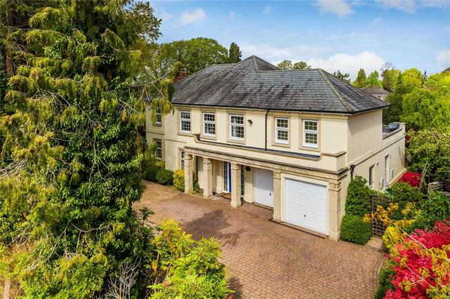 Guide Price £1,100,000, 5 Bedroom Detached House For Sale in Surrey, CR6