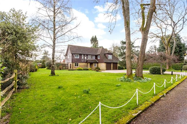 Guide Price £1,250,000, 4 Bedroom Detached House For Sale in Warlingham, CR6