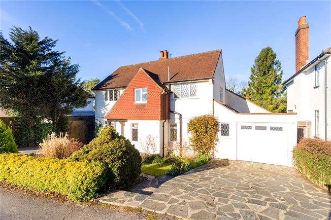 Guide Price £850,000, 4 Bedroom Detached House For Sale in Coulsdon, CR5