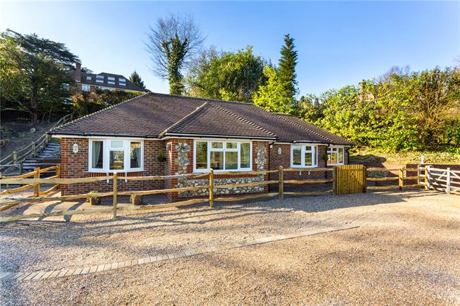 Guide Price £499,950, 2 Bedroom Bungalow For Sale in Surrey, CR3
