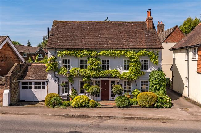 Guide Price £800,000, 4 Bedroom Detached House For Sale in Surrey, RH1
