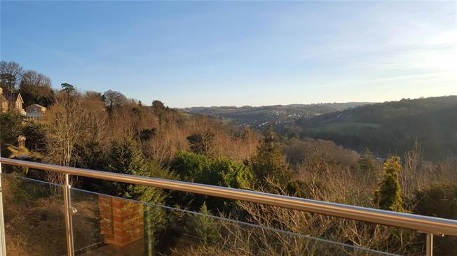 Asking Price £650,000, 2 Bedroom Flat For Sale in Surrey, CR6