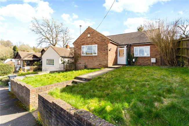 Guide Price £475,000, 3 Bedroom Bungalow For Sale in Coulsdon, CR5