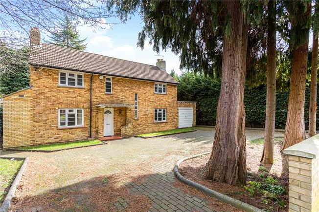 Guide Price £700,000, 4 Bedroom Detached House For Sale in Surrey, CR3