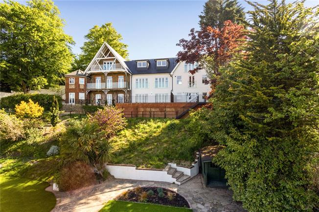 Guide Price £550,000, 2 Bedroom Flat For Sale in Surrey, CR6