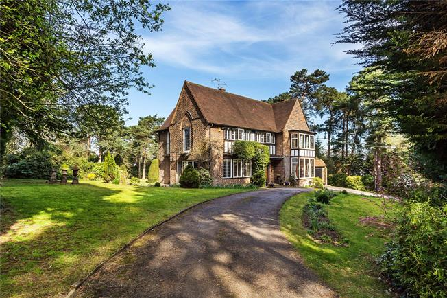Guide Price £1,595,000, 5 Bedroom Detached House For Sale in Croydon, CR0
