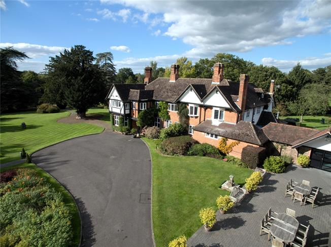 Guide Price £2,600,000, Detached House For Sale in East Grinstead, Surrey, RH19