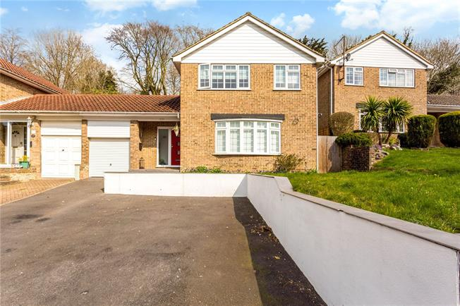 Guide Price £550,000, 3 Bedroom Semi Detached House For Sale in Warlingham, CR6