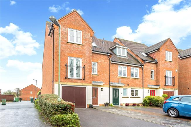 Guide Price £500,000, 3 Bedroom End of Terrace House For Sale in Kenley, CR8