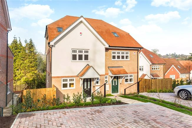 Guide Price £689,950, 3 Bedroom Semi Detached House For Sale in Surrey, CR3
