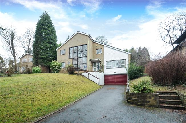 Guide Price £850,000, 4 Bedroom Detached House For Sale in Kenley, CR8