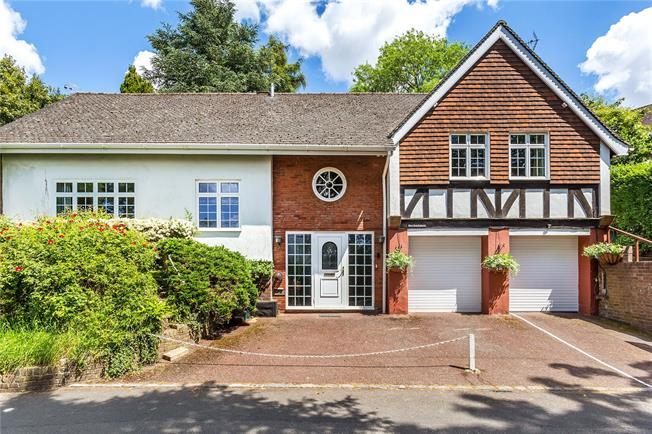 Guide Price £700,000, 5 Bedroom Detached House For Sale in Surrey, CR6