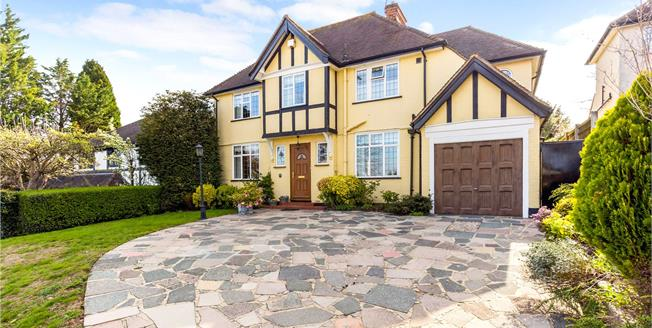 Guide Price £760,000, 5 Bedroom Detached House For Sale in South Croydon, CR2